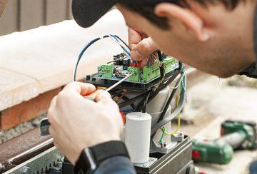 electric gate repair technician